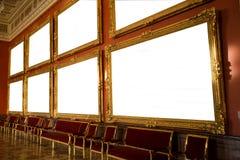 Interior de la galería con el marco vacío en la pared Fotos de archivo