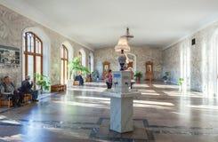 Interior de la galería de Narzan con fuente de agua narzan foto de archivo