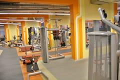 Interior de la gimnasia Imagenes de archivo