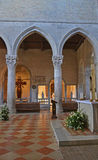 Interior de la iglesia imagenes de archivo