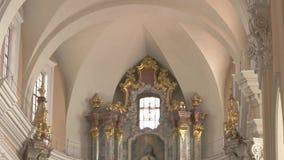 Interior de la iglesia almacen de metraje de vídeo