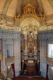 Interior de la iglesia de Clerigos en Oporto, Portugal Imagen de archivo