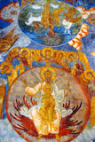 Interior de la iglesia con los frescos del siglo XVII originales Foto de archivo