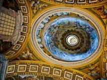 Interior de la iglesia cristiana Fotografía de archivo libre de regalías