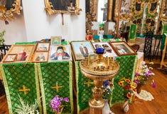 Interior de la iglesia de la cara santa en el pueblo Mlevo Imagenes de archivo
