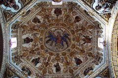 Interior de la iglesia de Santo Domingo imágenes de archivo libres de regalías
