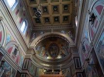 Interior de la iglesia de St Wenceslaus en Praga (la República Checa) Imágenes de archivo libres de regalías