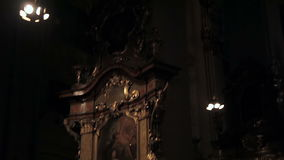 Interior de la iglesia del templo metrajes
