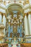 Interior de la iglesia dominicana en Lvov Fotos de archivo