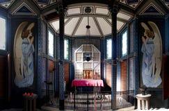 Interior de la iglesia de Javorca - soldados austrohúngaros caidos de un monumento de la primera guerra mundial en el parque naci Fotografía de archivo
