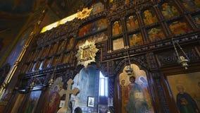 Interior de la iglesia ortodoxa metrajes