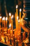 Interior de la iglesia ortodoxa bielorrusa en Pascua Fotos de archivo
