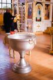 Interior de la iglesia ortodoxa bielorrusa en Pascua en Gomel, Bielorrusia Pascua es el día de fiesta religioso más popular de Bi Foto de archivo libre de regalías