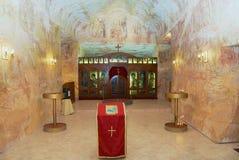 Interior de la iglesia ortodoxa servia subterráneo en Coober Pedy, Australia Foto de archivo