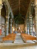Interior de la iglesia Románica de Santa Margherita di Antiochia foto de archivo