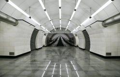 Interior de la línea de Lublinsko-Dmitrovskoy del ` de Okruzhnaya del ` de la estación del metro de Moscú fotos de archivo