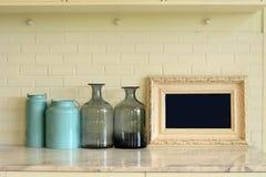 Interior de la materia de cocina en la tabla de mármol Imagen de archivo libre de regalías