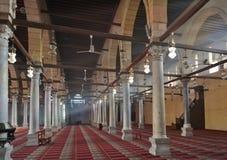 Interior de la mezquita - columnas Imágenes de archivo libres de regalías