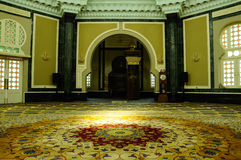 Interior de la mezquita de Ubudiah en Kuala Kangsar, Perak, Malasia Imagen de archivo libre de regalías