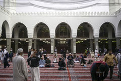 Interior de la mezquita del quba Imagenes de archivo