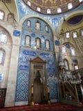 Interior de la mezquita de Sokollu Sehit Mehmet Pasha en Estambul, Turquía imagenes de archivo