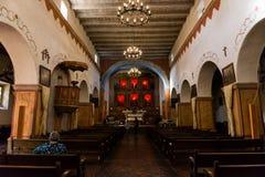 Interior de la misión de San Juan Bautista, California, los E.E.U.U. imagen de archivo libre de regalías