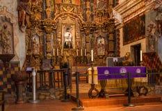 Interior de la misión San Xavier del Bac Fotos de archivo