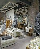 Interior de la Navidad en la alameda luxuty de Dubai Fotos de archivo libres de regalías