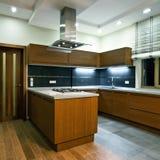 Interior de la nueva cocina moderna Imagen de archivo