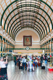 Interior de la oficina de correos central de Saigon, Vietnam Fotografía de archivo libre de regalías
