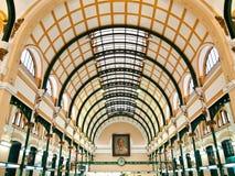 Interior de la oficina de correos en Ho Chi Minh, Vietnam Imagen de archivo