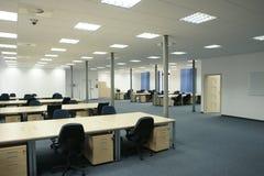 Interior de la oficina - oficina vacía moderna del espacio abierto Imagenes de archivo