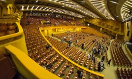 Interior de la sala de conciertos de Bucarest Sala Palatului imagenes de archivo