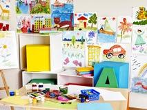 Interior de la sala de clase en la escuela. Fotografía de archivo