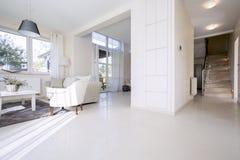 Interior de la sala de estar cómoda Imagenes de archivo