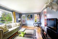 Interior de la sala de estar con la cabeza de los alces Imágenes de archivo libres de regalías