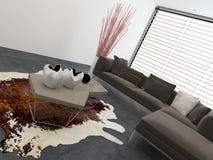 Interior de la sala de estar con una piel de la vaca en el piso Imágenes de archivo libres de regalías