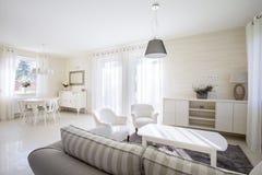 Interior de la sala de estar de la belleza Imagen de archivo libre de regalías