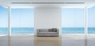 Interior de la sala de estar de la opinión del mar en casa de playa moderna Imagenes de archivo