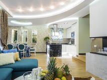 Interior de la sala de estar del apartamento Imagen de archivo libre de regalías