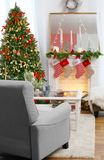 Interior de la sala de estar adornado para la Navidad Fotografía de archivo