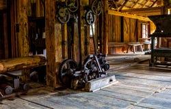 Interior de la serrería vieja, museo al aire libre de Kysuce, Vychylovka, Eslovaquia Imágenes de archivo libres de regalías