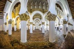 Interior de la sinagoga española antigua Fotos de archivo