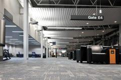 Interior de la terminal de aeropuerto Foto de archivo libre de regalías