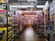 Interior de la tienda de la baya de los trastos en Shibuya, Tokio, Japón fotos de archivo