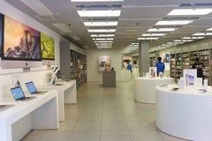Interior de la tienda de la electrónica Fotos de archivo