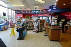 Interior de la tienda de la gasolinera imagen de archivo libre de regalías
