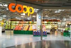 Interior de la tienda del supermercado del gallinero Foto de archivo libre de regalías