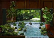 Interior de la TV y collage de la cascada imagenes de archivo