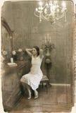Interior de la vendimia con la muchacha imágenes de archivo libres de regalías